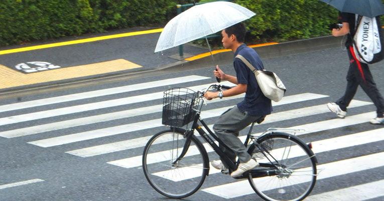 bicicleta guada-chuva japao
