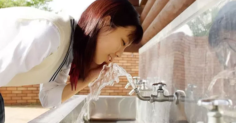 beber agua torneira