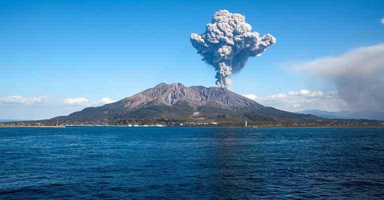 vulcão no Japão