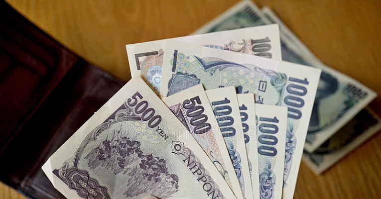 carteira com ienes