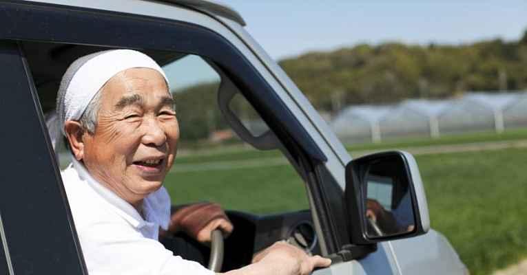 motorista idoso no Japão