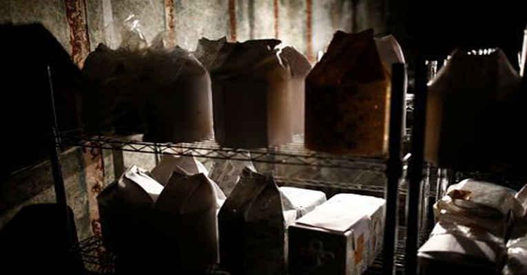 cinzas em urnas Japão
