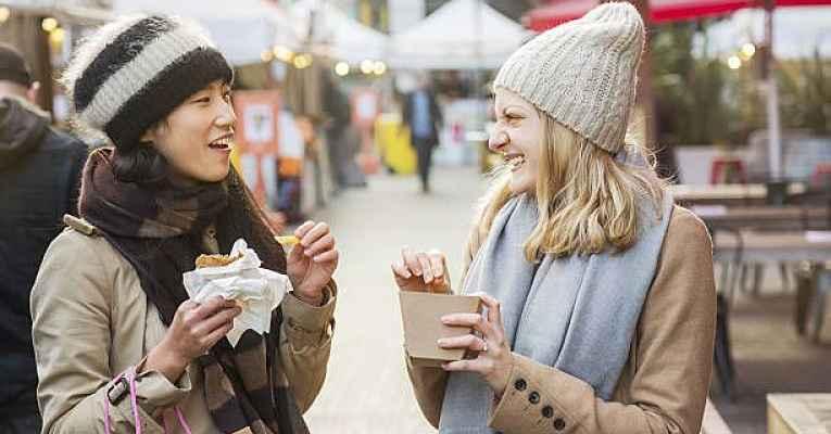 Regra de etiqueta no Japão: comer e andar