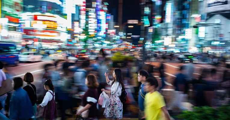 Rua movimentada do Japão