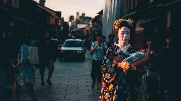 Geishas andando por Kyoto