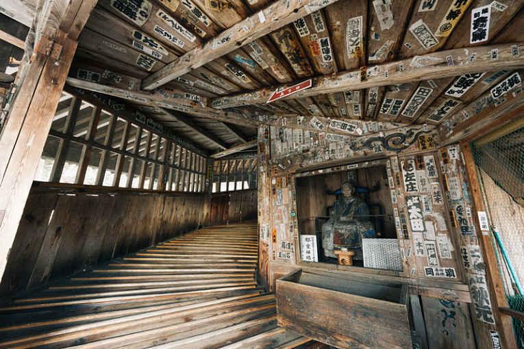 Interior escadaria da pagoda