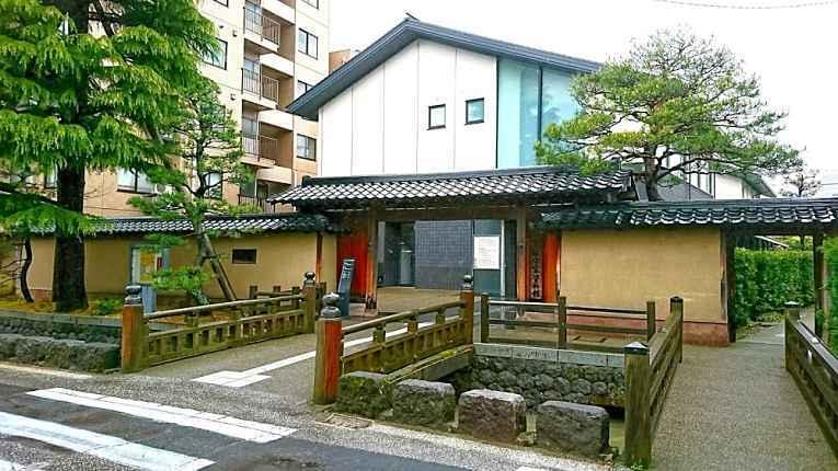 Fachada da casa Maeda