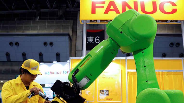 Braço de robô sendo ajustado