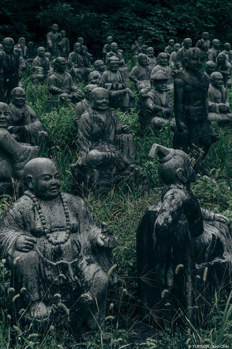 Estátuas de deidades budistas