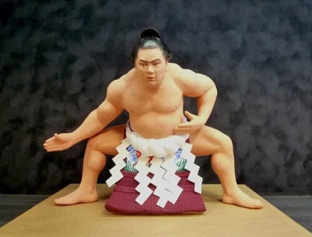 Boneco de lutador de sumô