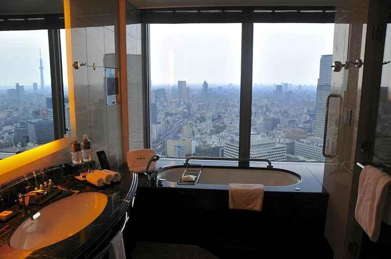 Banheira do hotel com vista panorâmica