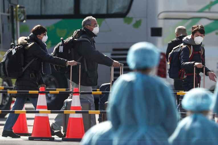 Viajantes chegando ao Japão