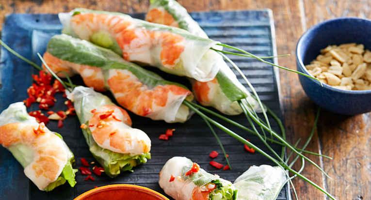 Salada em rolinho de camarão